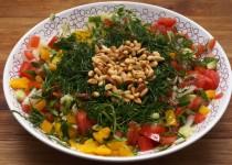 Mediterraanse Salade met Pijnboompitten